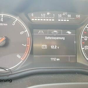 Anzeige der Batteriespannung am Opel Corsa E
